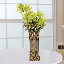 Bright Royal Flower Arrangement: New Arrival Gifts in Dubai
