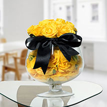 Lively Yellow Rose Arrangement: Premium Gifts